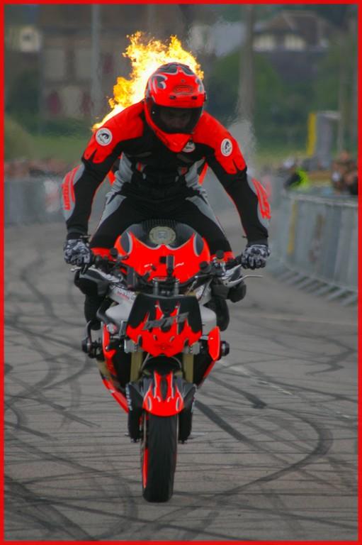 stunt32